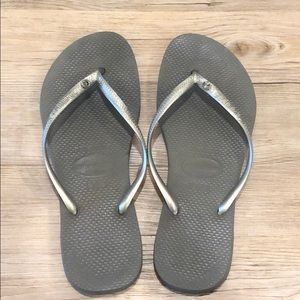 Havaianias flip flops!!! Silver with a diamond!!